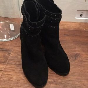 Vince Camuto Shoes - Vince camuto black ankle boots